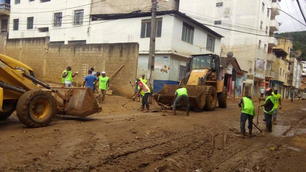 Pós-enchente: limpeza prossegue em Manhuaçu