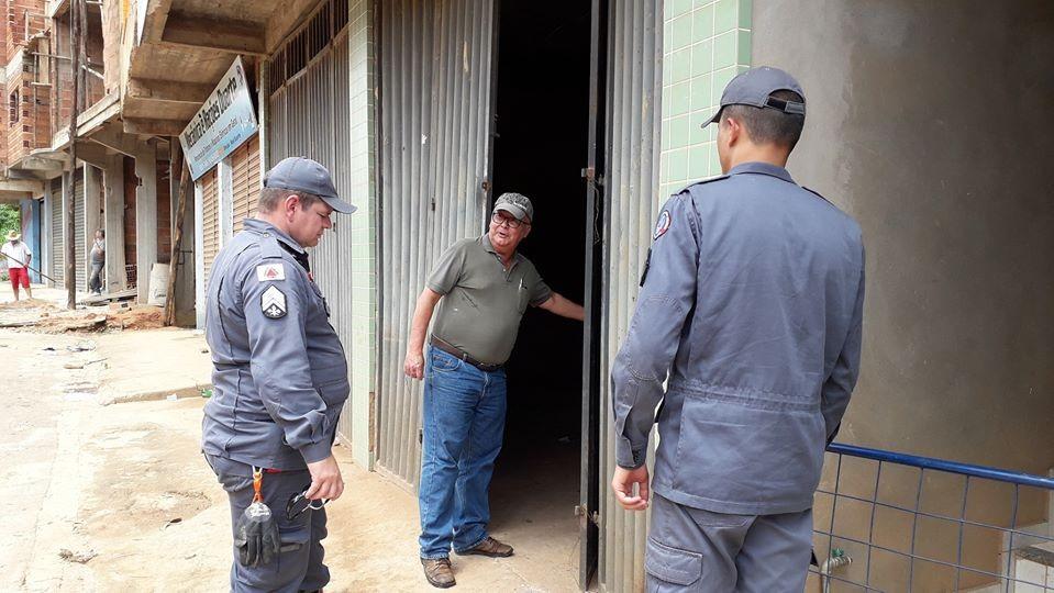 Bombeiros estão em Simonésia inspecionando em vários locais de risco