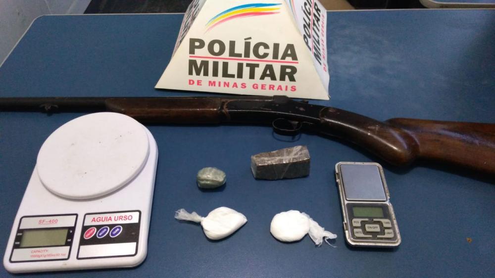 PM apreende drogas e arma de fogo no bairro Bela Vista em Manhuaçu