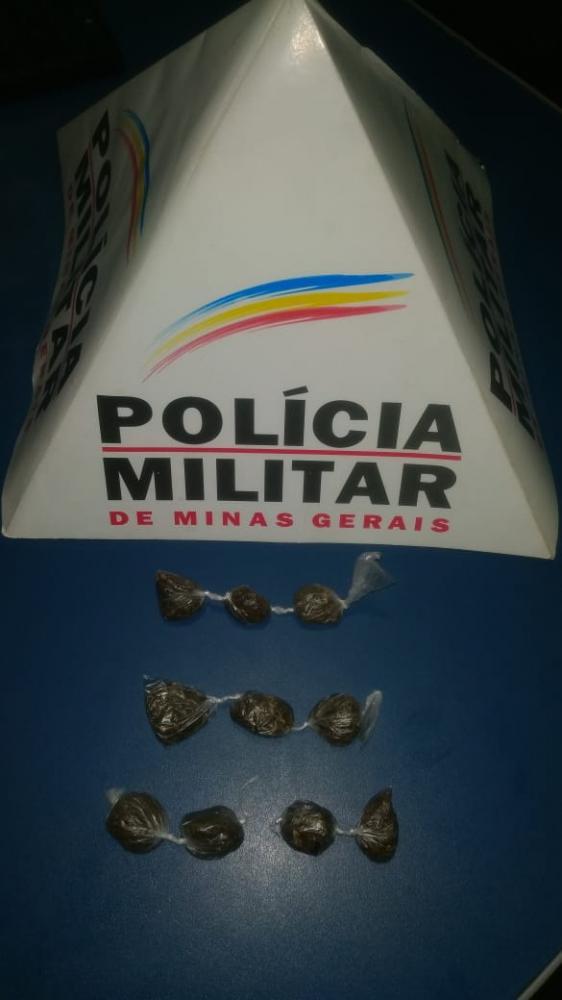 Diante dos fatos, drogas apreendidas e encaminhadas para Delegacia de Polícia Civil.