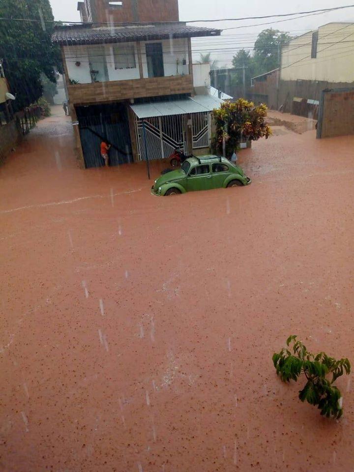 Chuva forte em Ipanema deixa ruas alagadas nesta quinta-feira, veja o vídeo