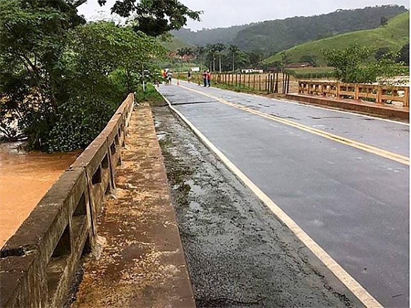 Ponte que liga Reduto a Manhumirim na MG 111 será interditada novamente (Foto/Rede Social)