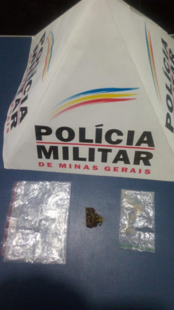 Após denúncias, PM apreende drogas no Bairro São Jorge