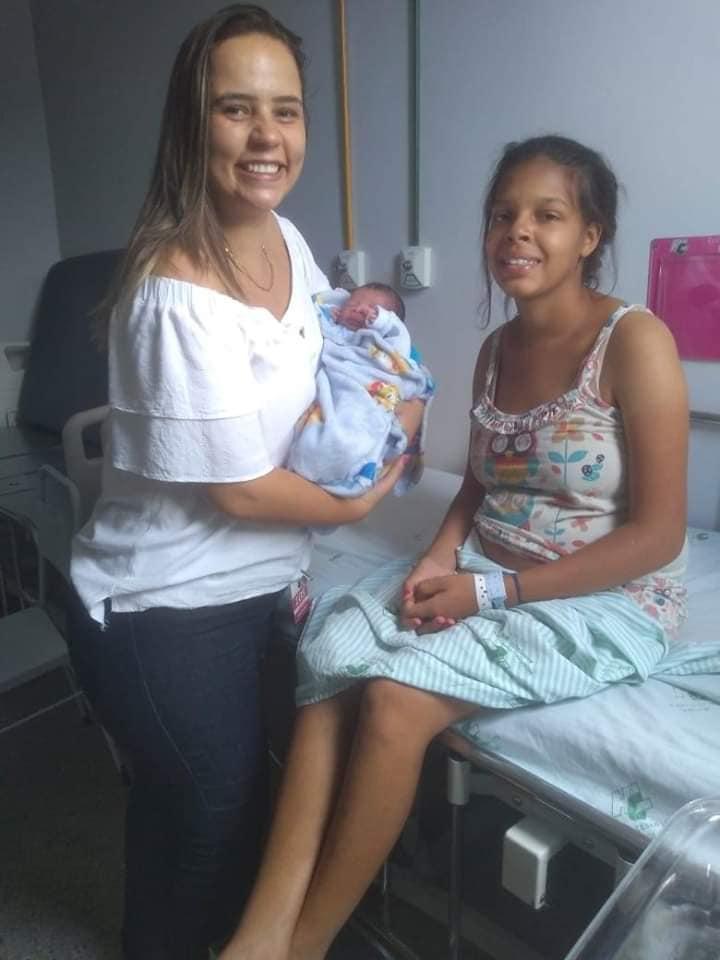 Bebê apressado nasce a caminho do hospital
