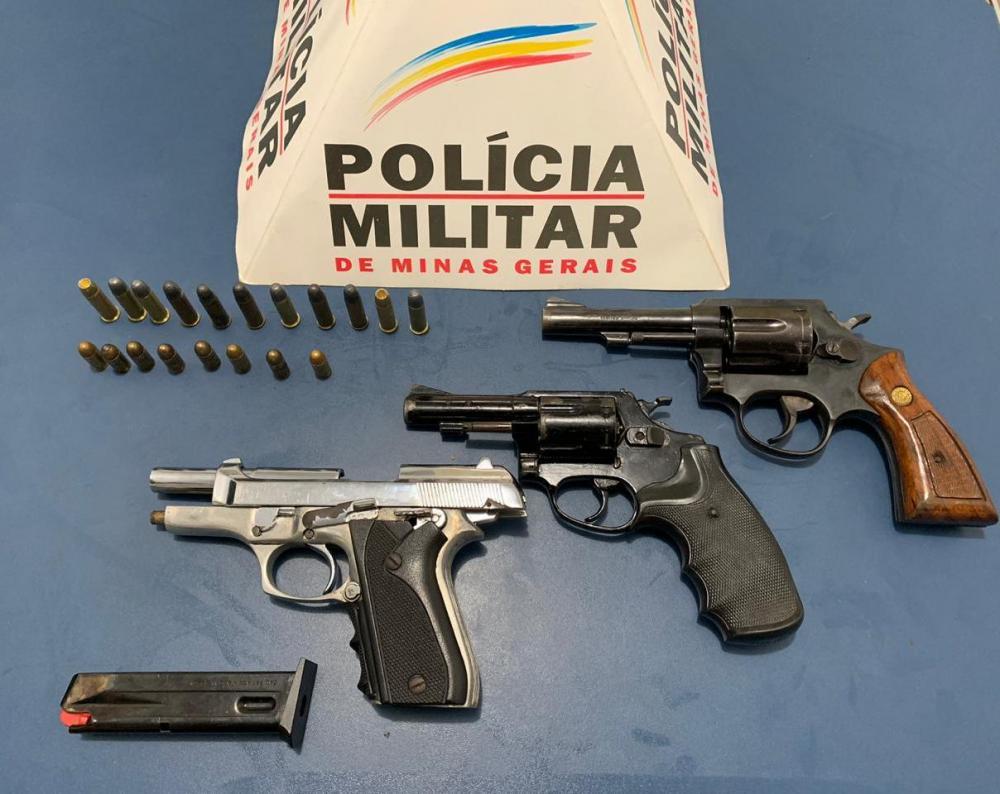 PM apreende três armas de fogo no bairro São Francisco de Assis em Manhuaçu