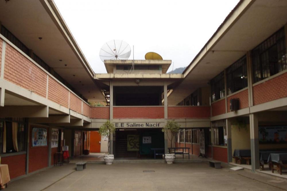 Superintendência de ensino regulariza matriculas de alunos em Manhuaçu