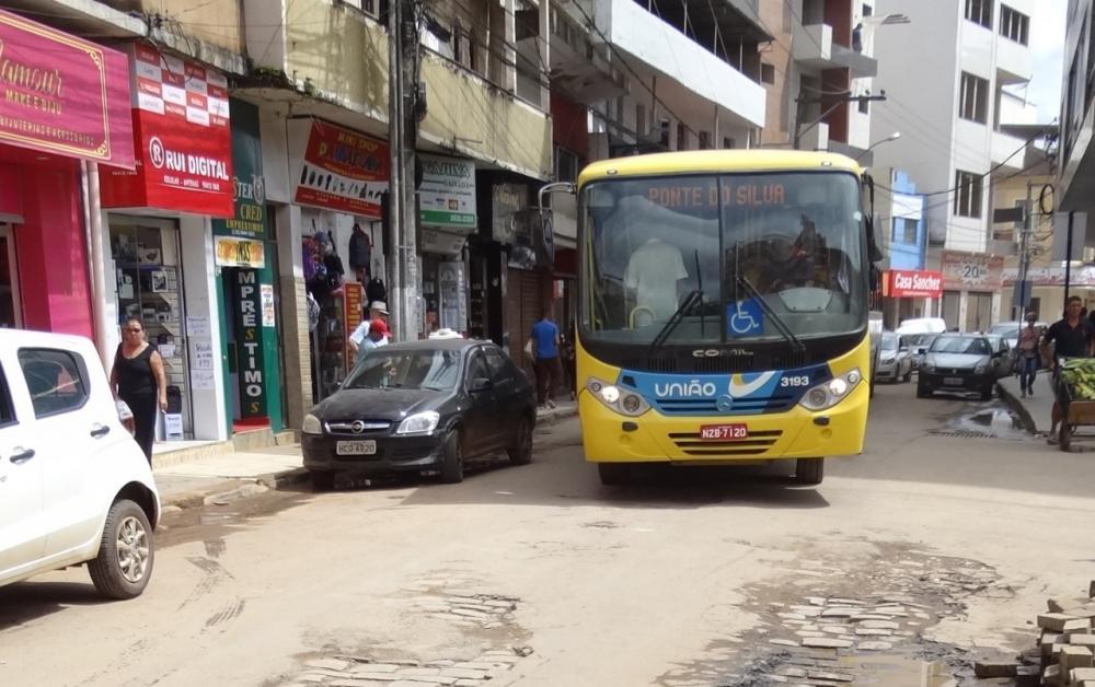 Prefeita Cici Magalhães suspende reajuste da tarifa do ônibus