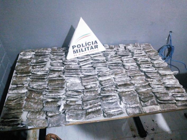 PM apreende 250 tabletes de maconha em Muriaé