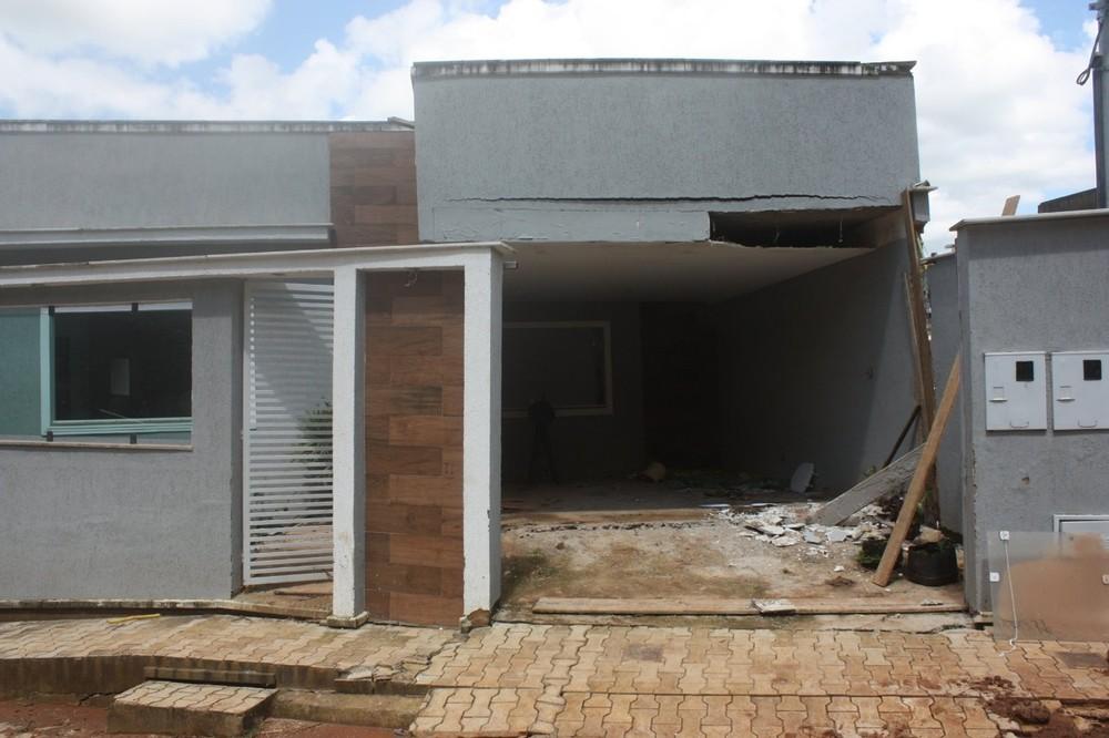 Afetados pelas fortes chuvas recebem aluguel social em Carangola