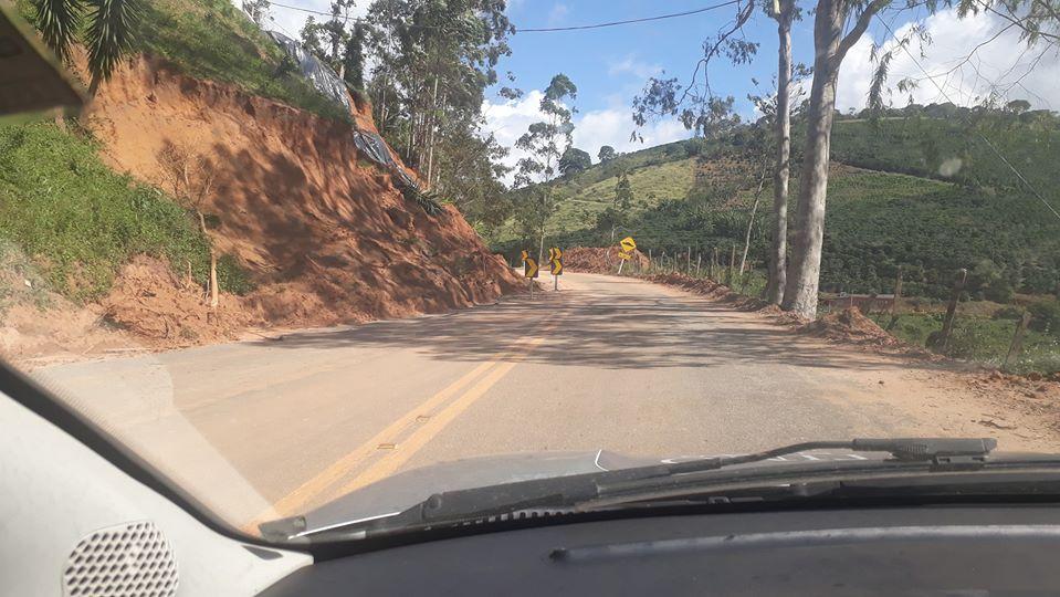 Rodovia Reverendo Cícero Siqueira entre Alto Caparaó e Alto Jequitibá ainda está com meia pista
