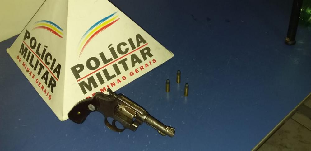 PM apreende arma de fogo com menor em Reduto