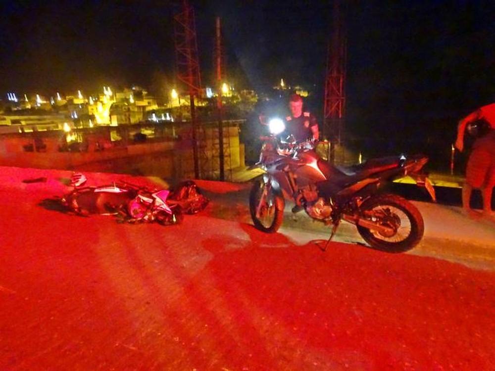 Acidente entre motocicletas deixa dois mortos e ferido na BR-356 em Muriaé