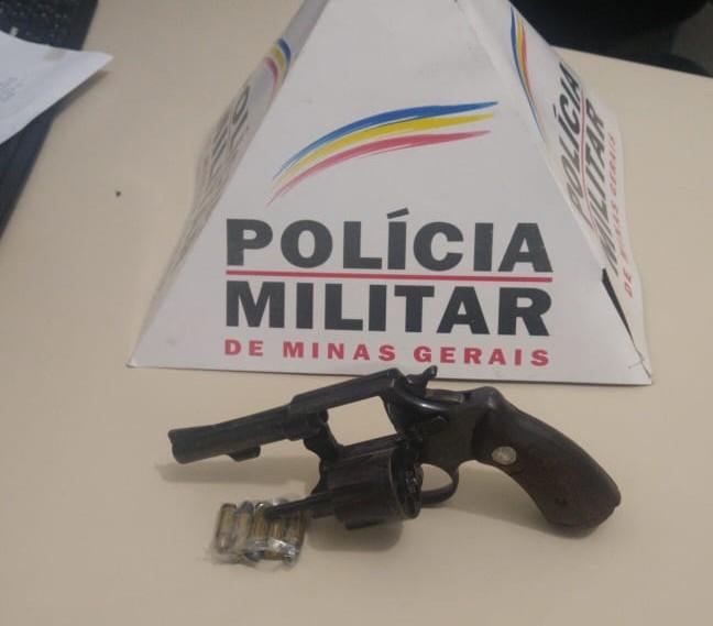 PM apreende arma de fogo em São João do Manhuaçu