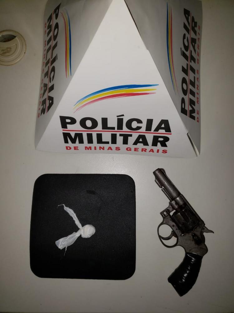 Em Pedra Bonita PM apreende arma de fogo e droga