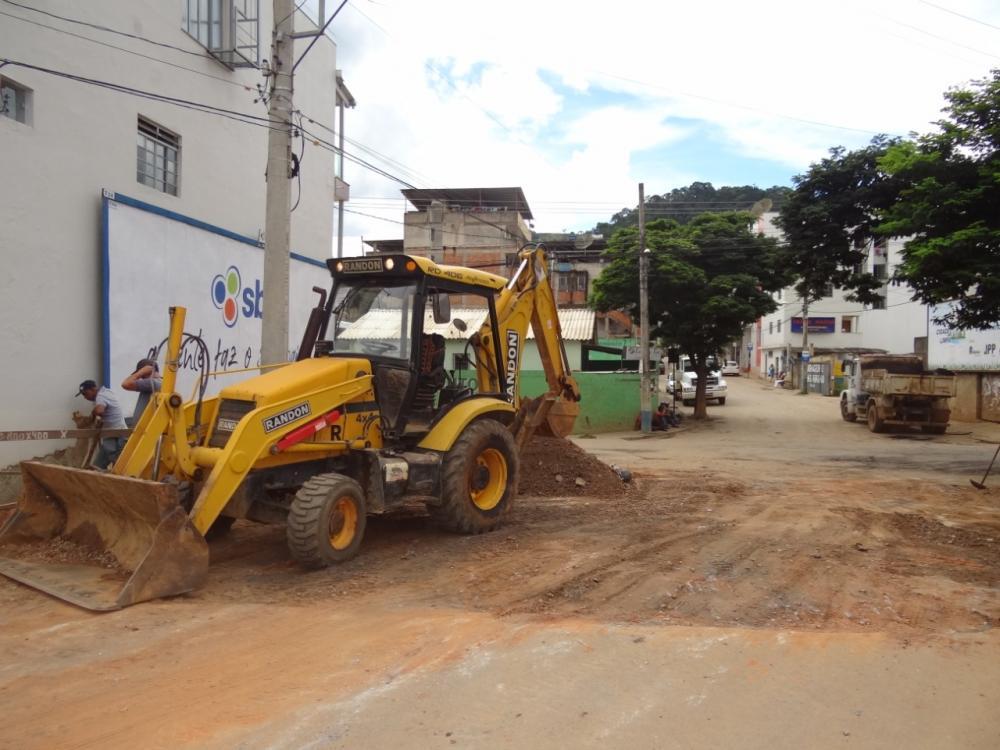 Prefeitura de Manhuaçu reforça operação tapa-buracos e recuperação da cidade