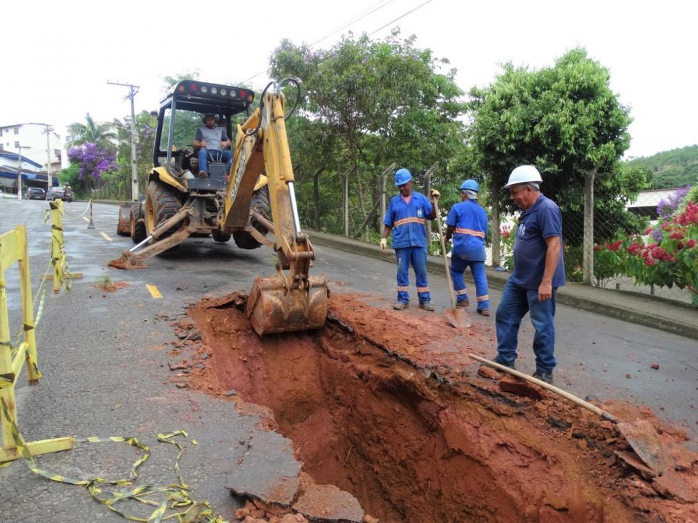SAAE realiza manutenção em rede de esgoto no Alfa Sul em Manhuaçu
