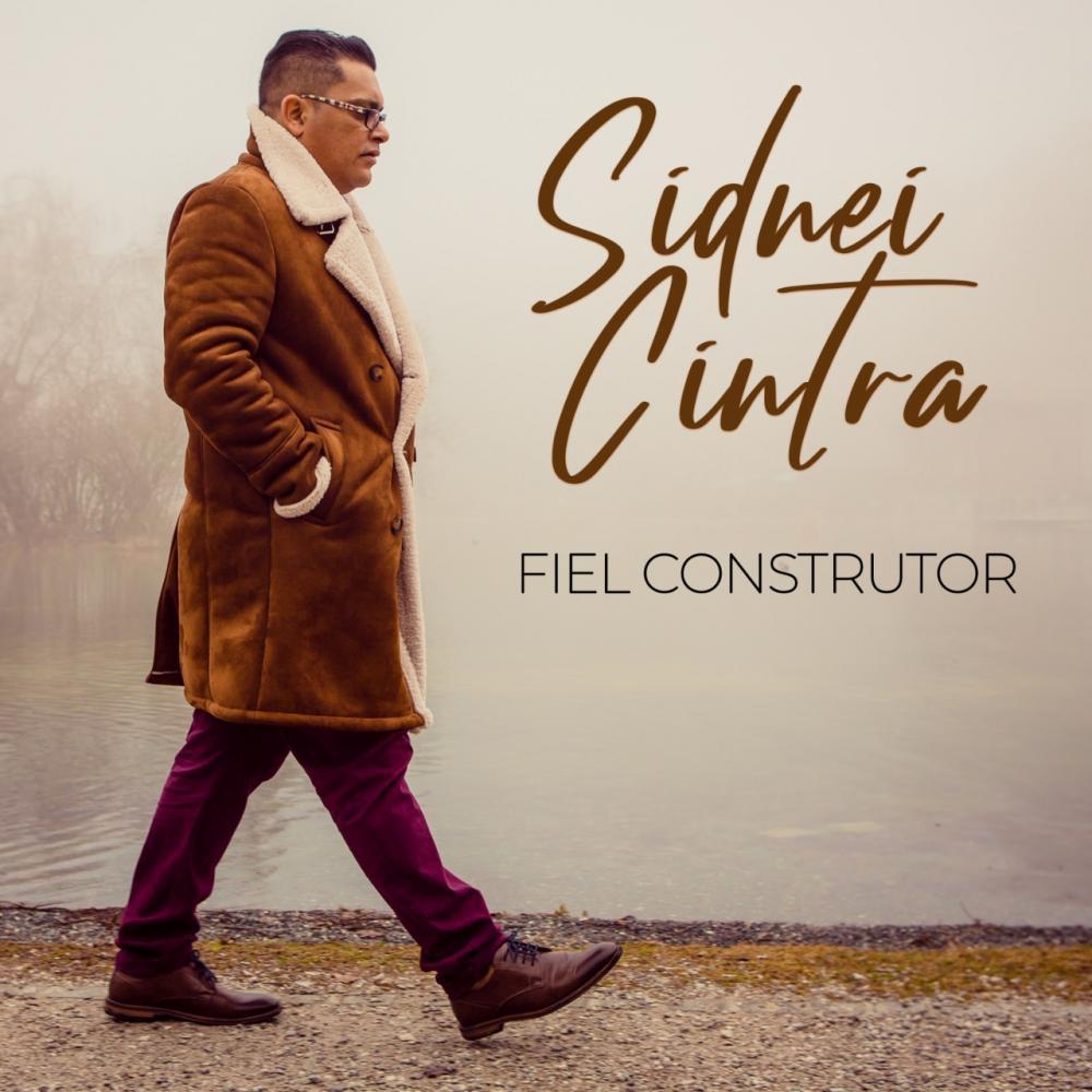 "Voz, piano e violoncelo. No estilo MPB, Sidnei Cintra lança single autoral ""Fiel Construtor"""