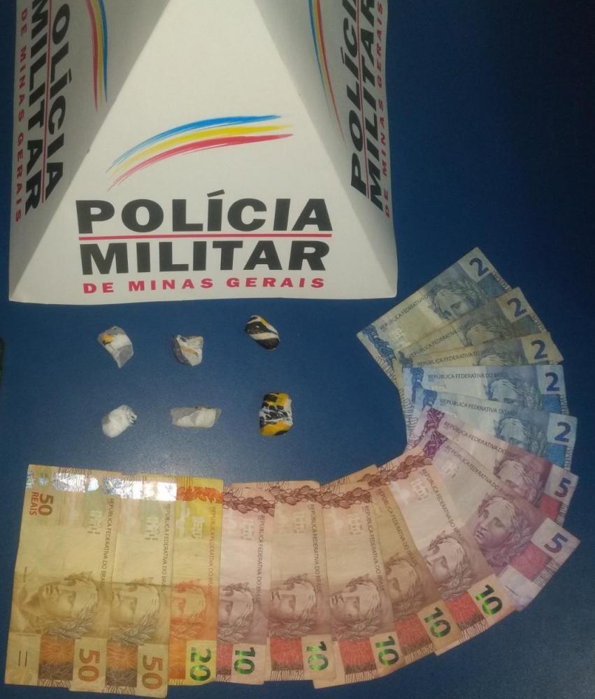 PM apreende drogas no bairro Engenho da Serra em Manhuaçu