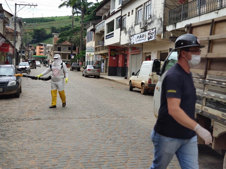 Prefeitura de Caputira realiza desinfecção das ruas, praças e calçadas