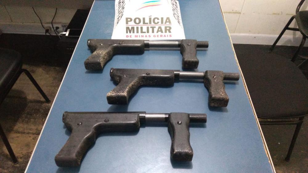 PM apreende espingardas calibre 12 de fabricação artesanal no bairro Santa Terezinha