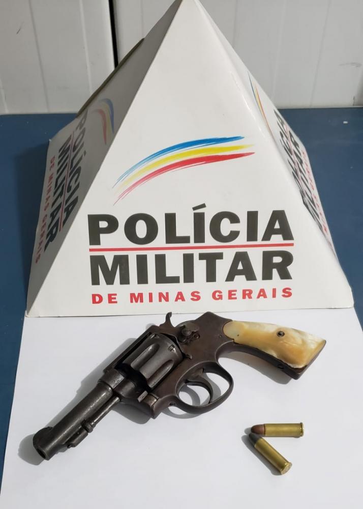 Após receber denúncia de que indivíduos estariam planejando um roubo, PM apreende arma de fogo na Vila Deolinda
