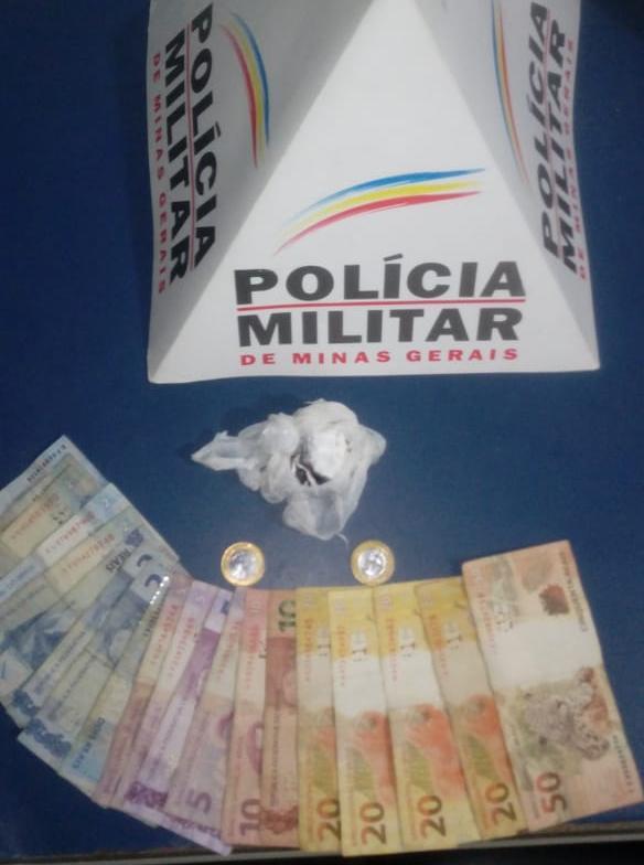 Durante operação, nesta sexta-feira, 03/04, na rua José Felício Gomes, Santa Terezinha, o menor infrator, de 17 anos, ao visualizar a equipe policial tentou fugir, porém foi alcançado e abordado.