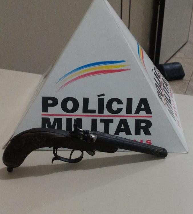PM apreende arma de fogo no córrego Gameleira em Luisburgo