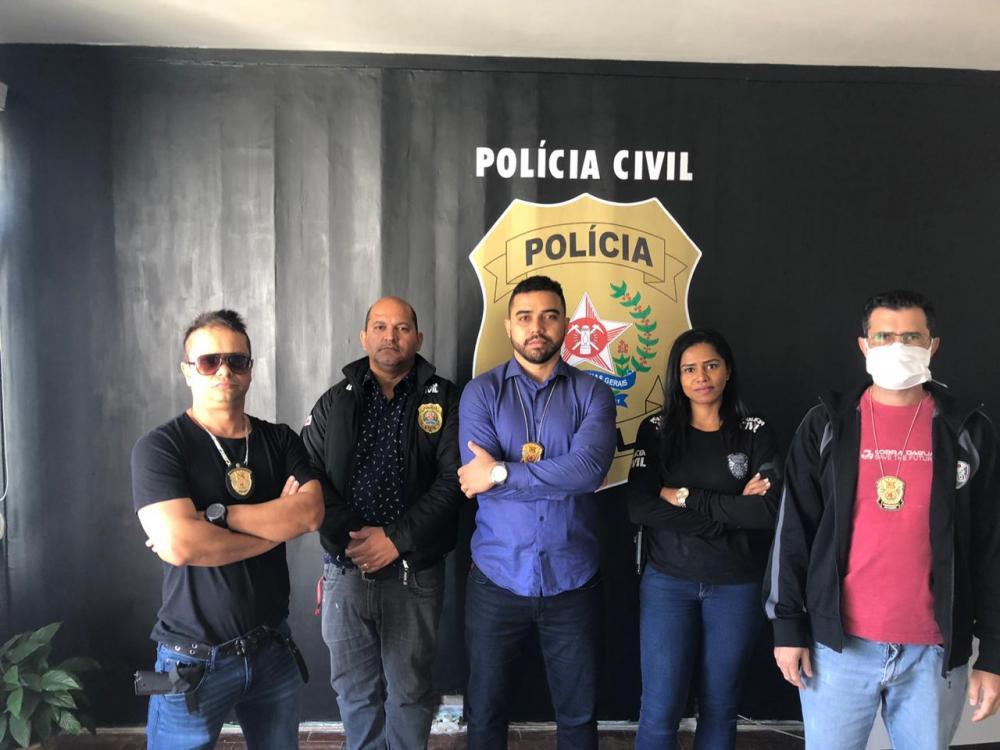 Uma investigação de violência doméstica em Manhumirim, na Zona da Mata, levou a Polícia Civil de Minas Gerais (PCMG) a localizar um revólver calibre 38, que, conforme apontam as apurações, evidencia a intenção do investigado, de 26 anos, de atentar contra