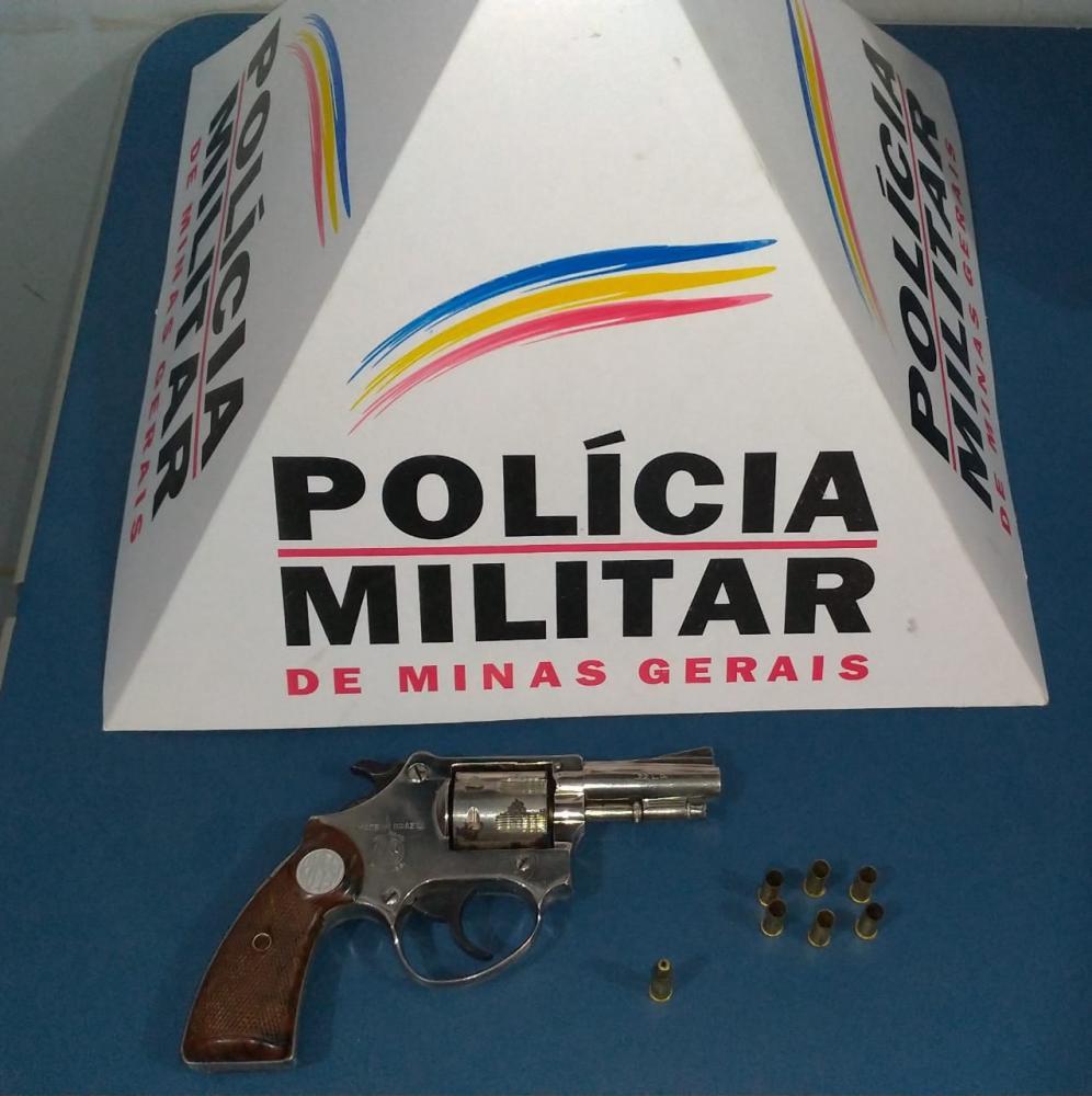 PM apreende menores e arma de fogo no Engenho da Serra em Manhuaçu