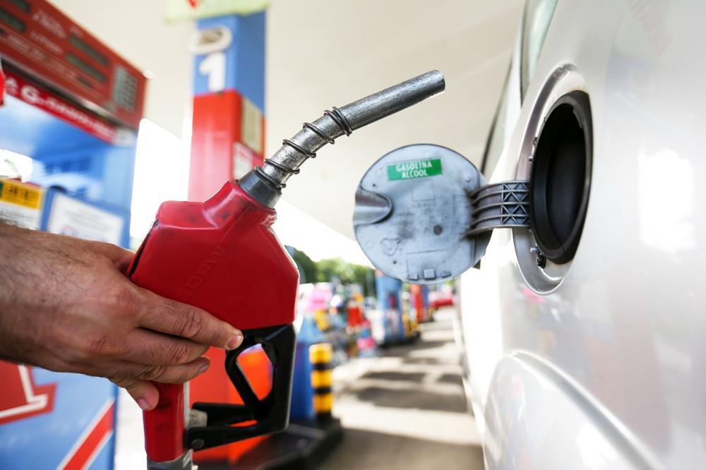 Queda nos preços: Recomendação do Procon Manhuaçu já é visível nos postos de gasolina