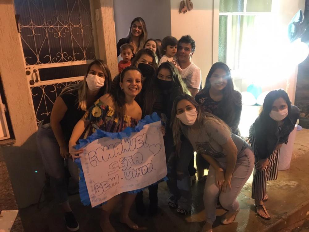 Grávida de Manhuaçu ganha 'charreata' emocionante; assista o vídeo