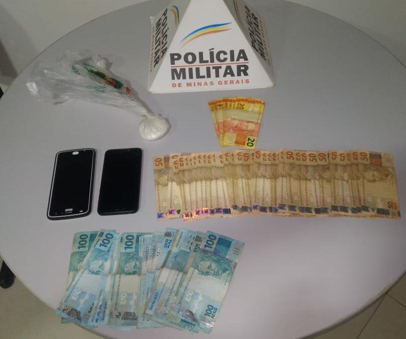Durante batida policial em Lajinha PM apreende drogas e dinheiro
