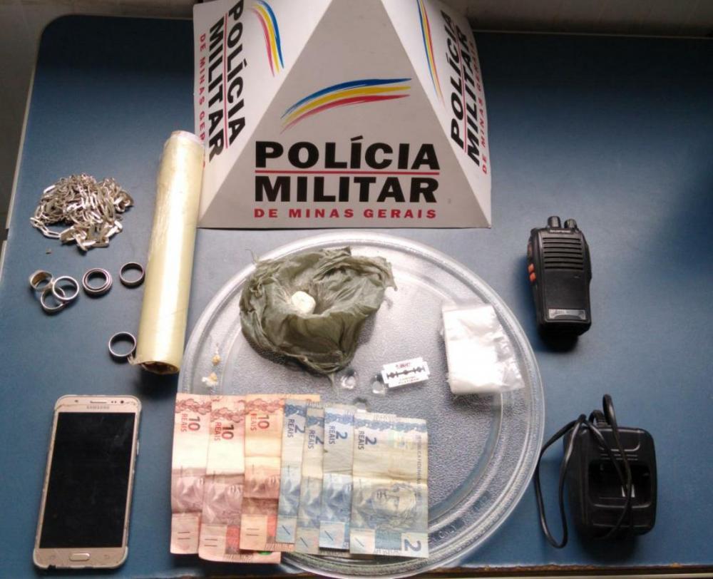 Durante abordagem PM apreende drogas no bairro Santa Luzia em Manhuaçu