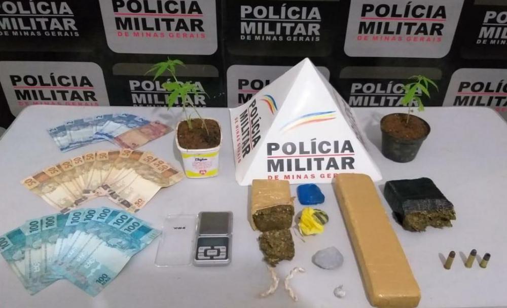 PM realiza operação contra o tráfico de drogas em Manhumirim