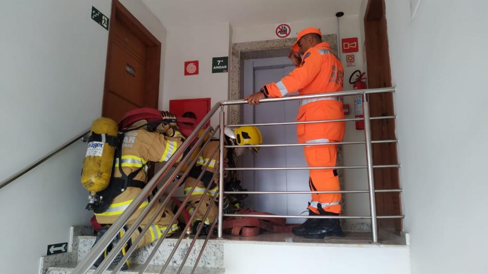 Corpo de Bombeiros de Manhuaçu realiza ação de verificação de hidrantes em edificações