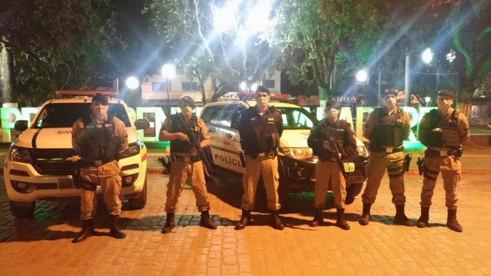 Com apoio do Tático Móvel PM de Manhuaçu realiza ação policial em Mutum
