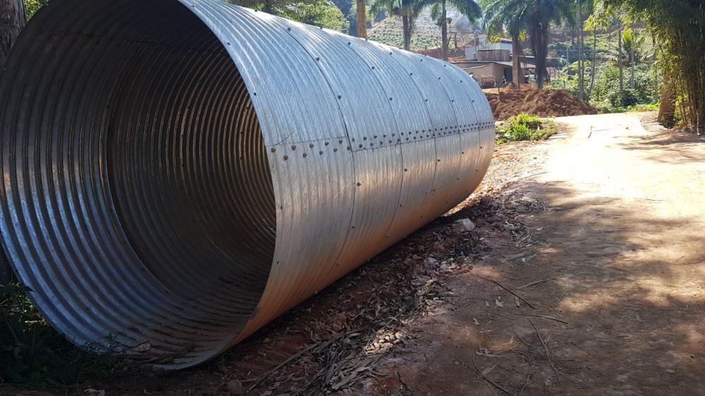 Mais obras: Prefeitura constrói ponte em Palmeiras do Manhuaçu