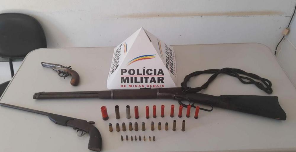 PM apreende armas de fogo e munições na zona rural de Simonésia