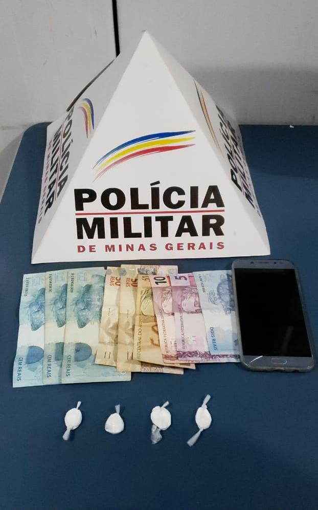 Após denúncia PM apreende drogas na Baixada em Manhuaçu
