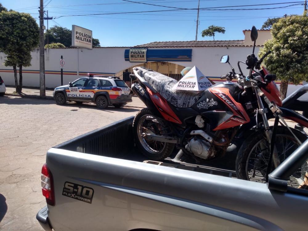 Polícia Militar de Santana do Manhuaçu recupera motocicleta furtada
