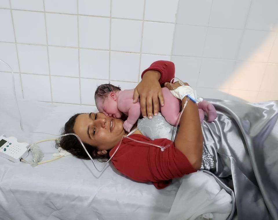 Bebê nasce em centro de saúde de Simonésia neste domingo