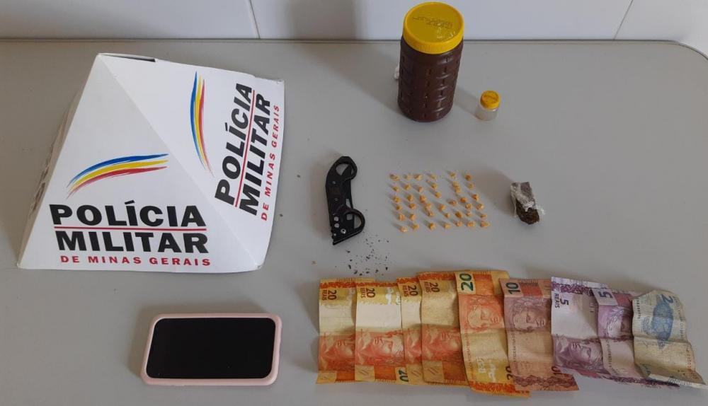 PM prende autora de tráfico de drogas no bairro Bonsucesso em Simonésia