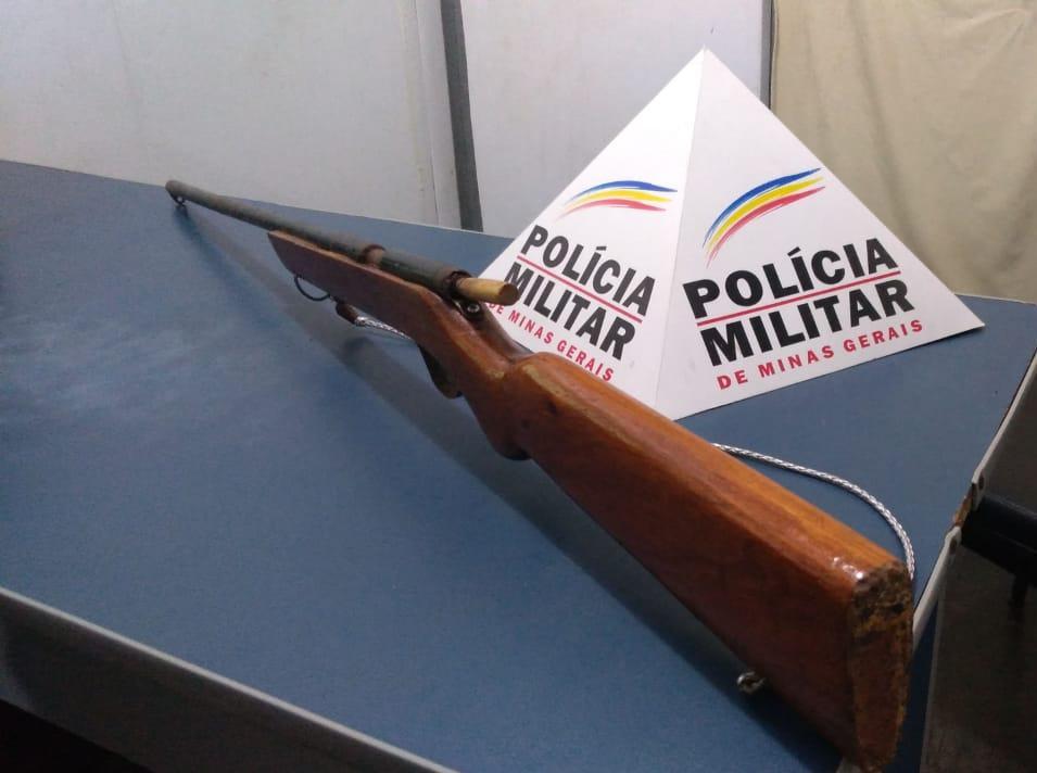 PM apreende arma de fogo na zona rural de Simonésia