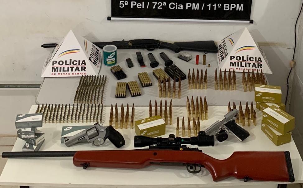 PM apreende diversas armas de fogo e munições durante atendimento de ocorrência de homicídio