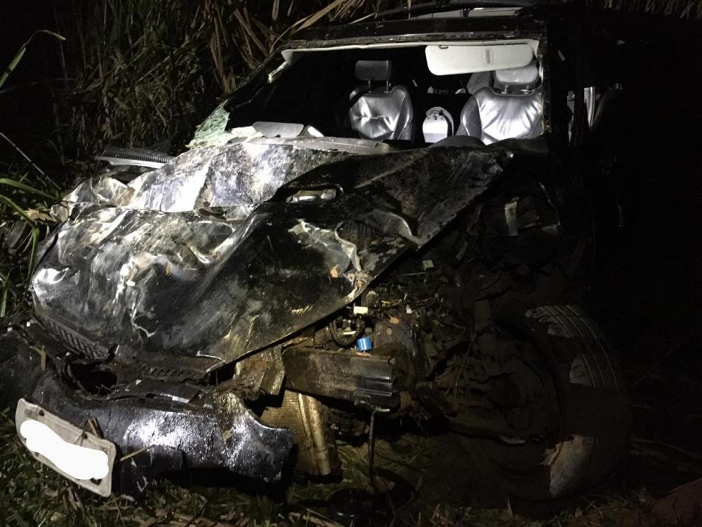 No final da noite deste sábado,20/06, o Corpo de Bombeiros Militar de Manhuaçu foi acionado para um gravíssimo acidente no KM 585 da BR 116, distrito de Vila Nova em Manhuaçu-MG. Tratava se de um capotamento de um veículo Hyundai Veloster ocupado por quat
