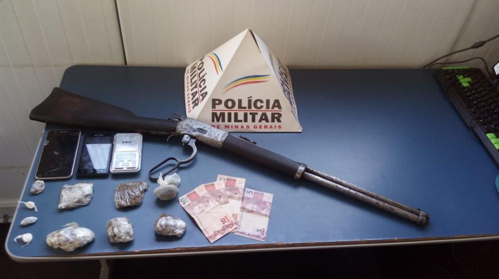 Nesta quinta-feira, 25, equipe do Tático Móvel  realizou operação no bairro São Francisco de Assis e localizou um foragido da justiça, contra o qual havia um mandado de prisão em aberto.