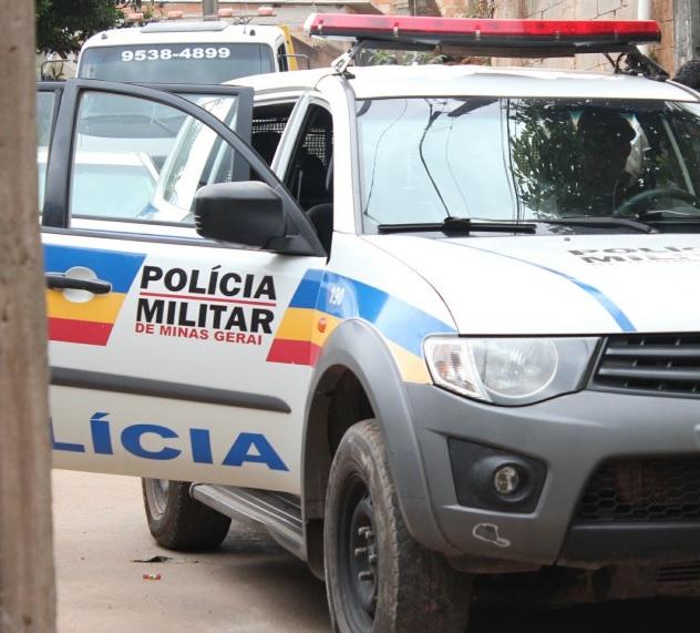 Durante patrulhamento, a PM de Manhuaçu, foi acionado via 190, a comparecer na Avenida Palmeiras no bairro Matinha,  onde a vítima teria feito uma denúncia de que pessoa estaria andando no terraço de sua residência.