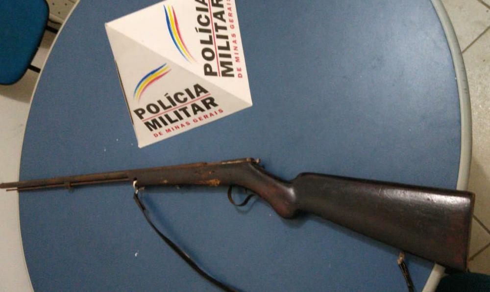 PM apreende arma de fogo em zona rural de Manhuaçu