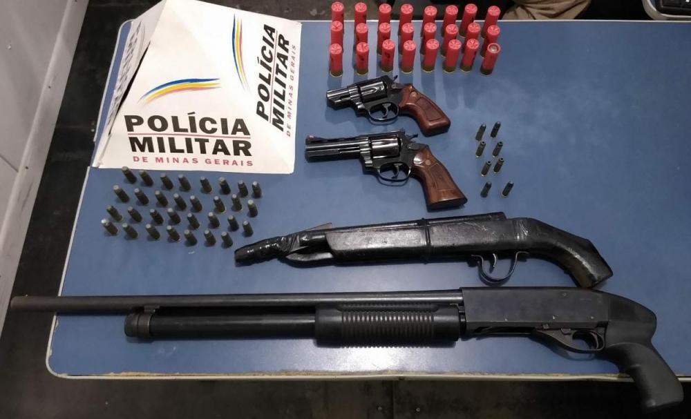 PM apreende armas de fogo e munições no distrito de Ponte do Silva