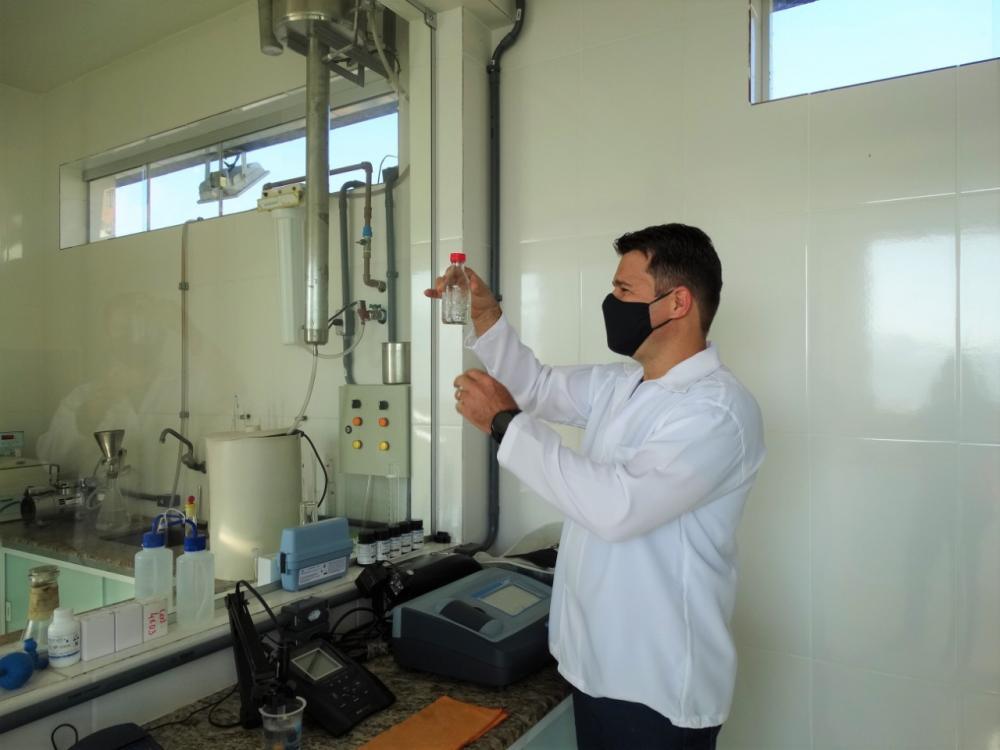SAAE realiza análises semestrais da água e divulga bons resultados em Manhuaçu